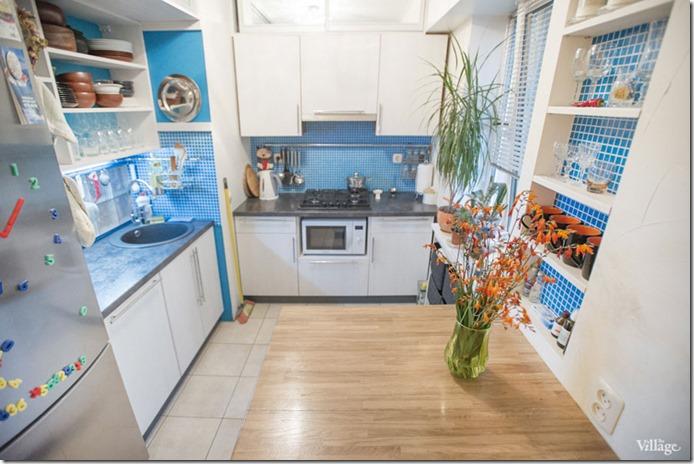maza virtuve trīsistabu dzīvoklī