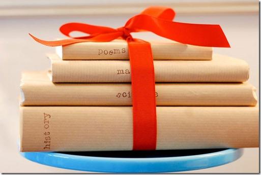 ievākotas grāmatas papira vākos