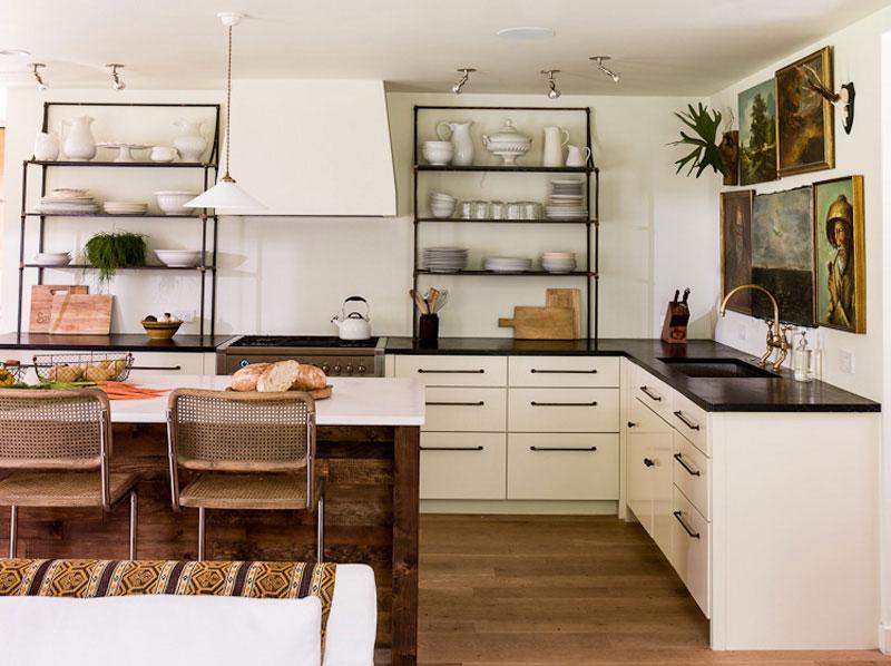 55 idejas atvērtiem virtuves plauktiem