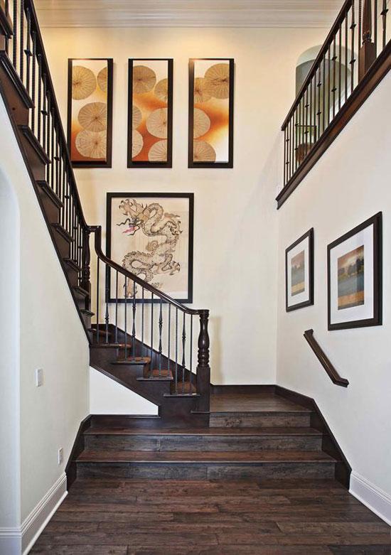 kā dekorēt sienu gar kāpnēm